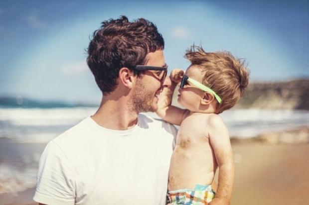 dad_son_sunglasses_beach_150616_620_412_100